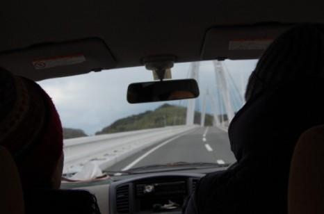 細い道を移動するために、島の暮らし、島の農業では小さな車が活躍する。