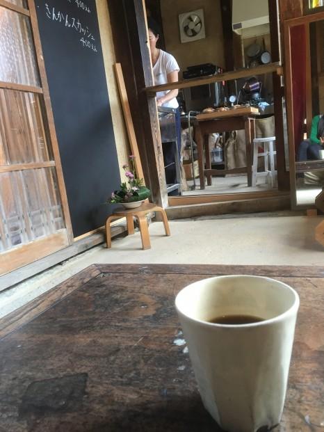 Kitchen313Kamiyugeの店内では自家製焙煎の珈琲を飲むことが出来る。