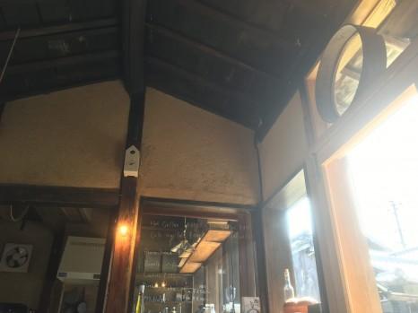 Kitchen313Kamiyuge内観。高い天井。はと時計がある。